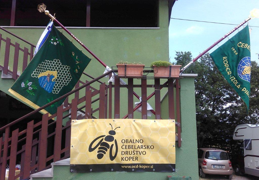 Zastave pcelara iz Kopra, Izole, Pirana, Trsta